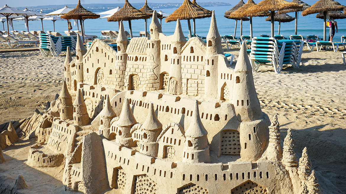 Sand sculpture lessons in Velas Resorts